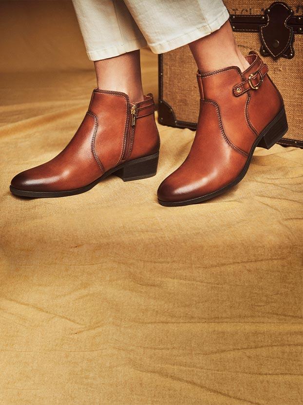 Botines de estilo clásico para mujer con hebilla lateral, cierre con cremallera y tacón de 4 cm.